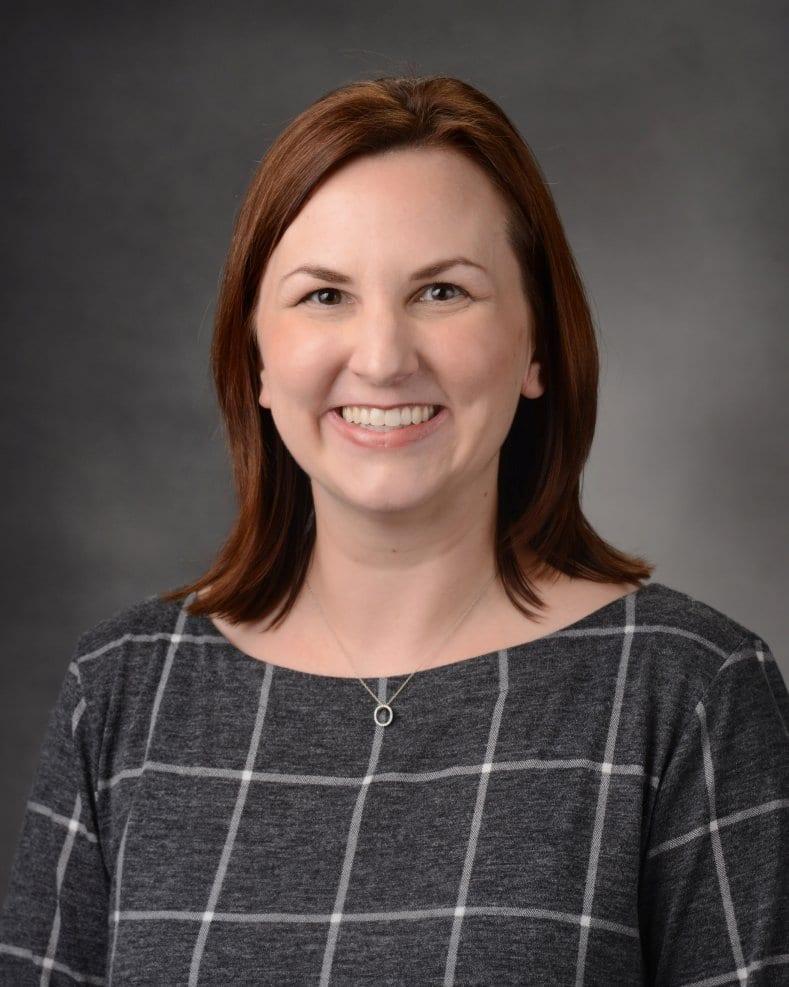 photo of Dr. Lori Earnshaw